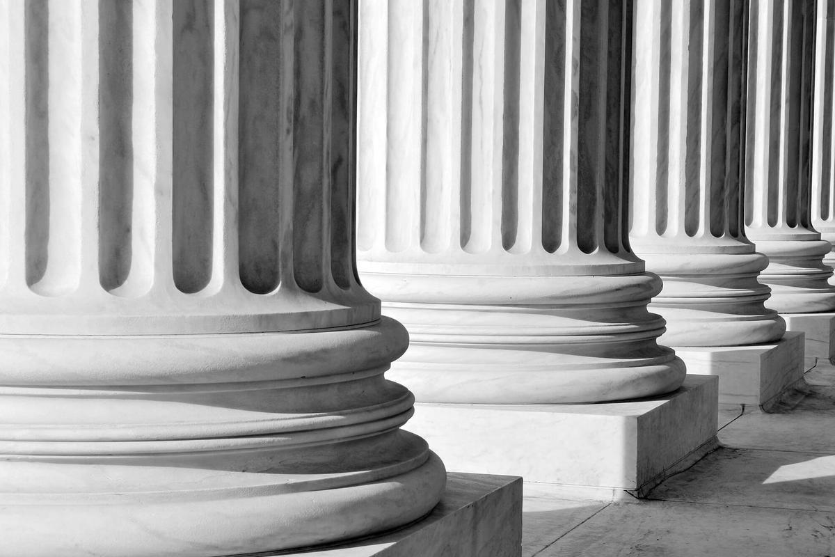 Quels sont les pouvoirs du juge administratif lorsqu'il prononce l'annulation partielle d'un permis de construire